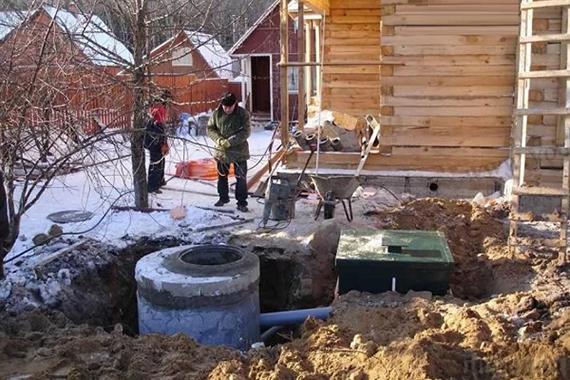 Фото установки септика зимой